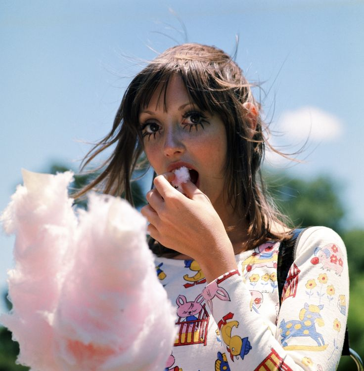 Shelley Duvall eats cotton candy on the set of Brewster McCloud (1970)
