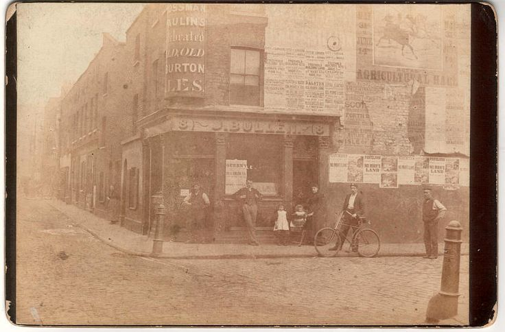 Jolly Sailor, 8 New Gravel Lane, Shadwell - circa 1895 - John and Fanny Charlotte Bullen (nee Bates) with their family.  Link to pub history website.  Went on to run the Three Swedish Crowns in Old Gravel Lane.  Alfred Greve and his family lived here at some time.