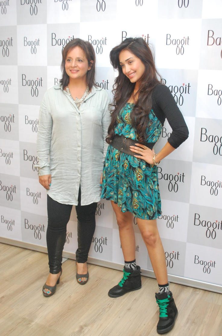 Mrs. Nina Lekhi with the young trendsetter Jiah Khan.