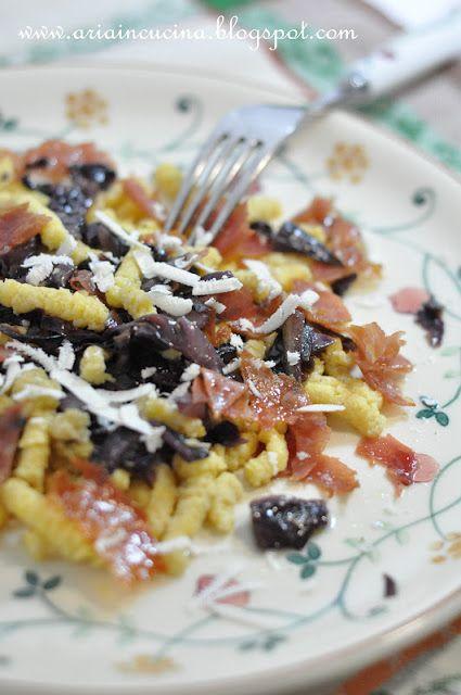 Passatelli asciutti con radicchio, prosciutto croccante e ricotta salata