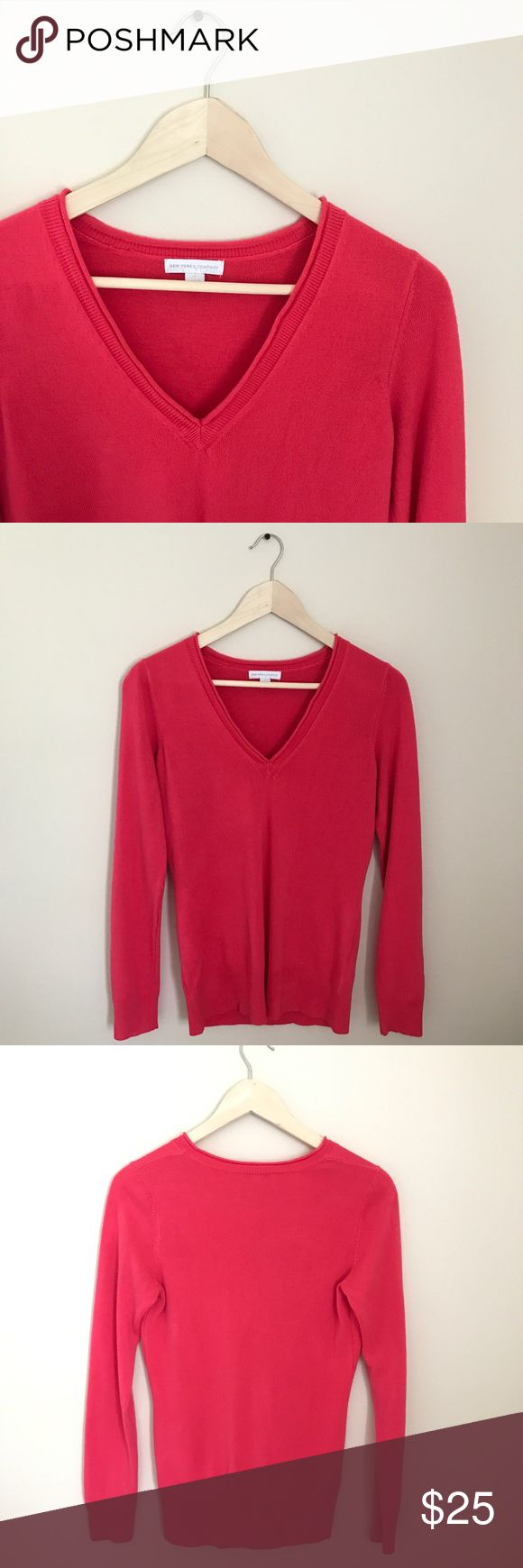 Comfy Fall Sweater This super soft NY & Co sweater is perfect for pumpkin picking season! Pair with a pleated skirt or your fave skinny jeans for a breezy latte date! EUC New York & Company Tops