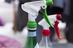 I mille usi dell'acqua ossigenata spray | Schiarire i capelli, eliminare le macchie e pulire le diverse superfici: ecco i mille usi dell'acqua ossigenata spray.