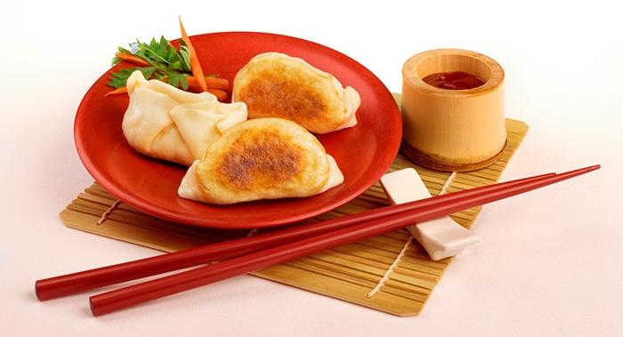 Thelicious - Dumpling di salsiccia e verza avvolto in sfoglia lievitata, cotto alla piastra o al vapore.