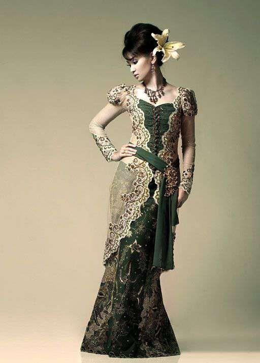 INDONESIA: Kebaya - http://worldclothing.tumblr.com/post/40735938990/indonesia-kebaya