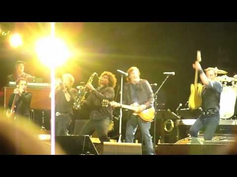 Bruce Springsteen & Paul McCartney - I Saw Her Standing There / Twist & Shout - Hard Rock Calling