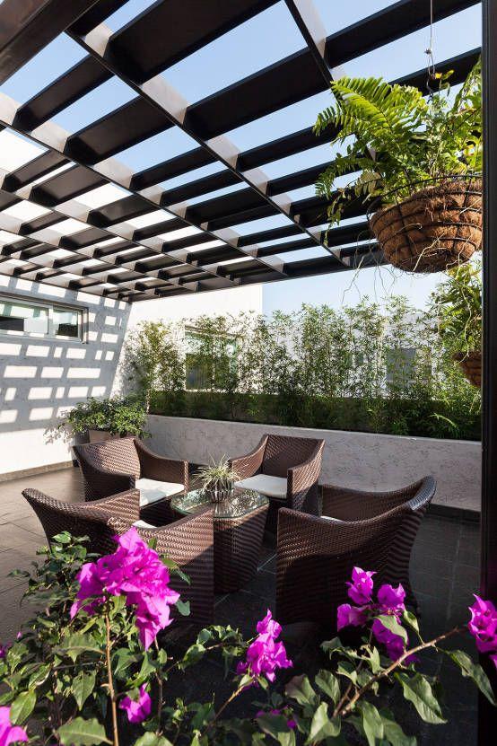 Casa Sorteo Tec No.191 : Balcones y terrazas modernos de Arq. Bernardo Hinojosa