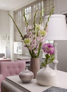 Gladiolen en dahlia's in vaas
