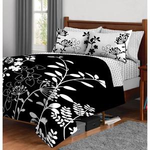 Black and white bedding for master bedroom.