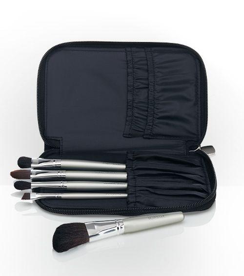 On the Go Brush Set includes liner brush, concealer brush, shaping brush, blender brush and cheek brush.