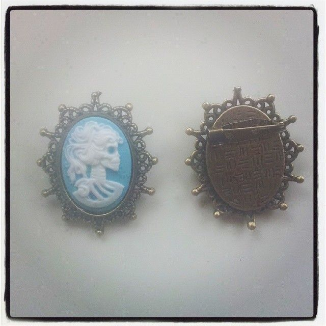 Skull Cameo Brooch $7 Aust. From Rags To Bags on FaceBook.