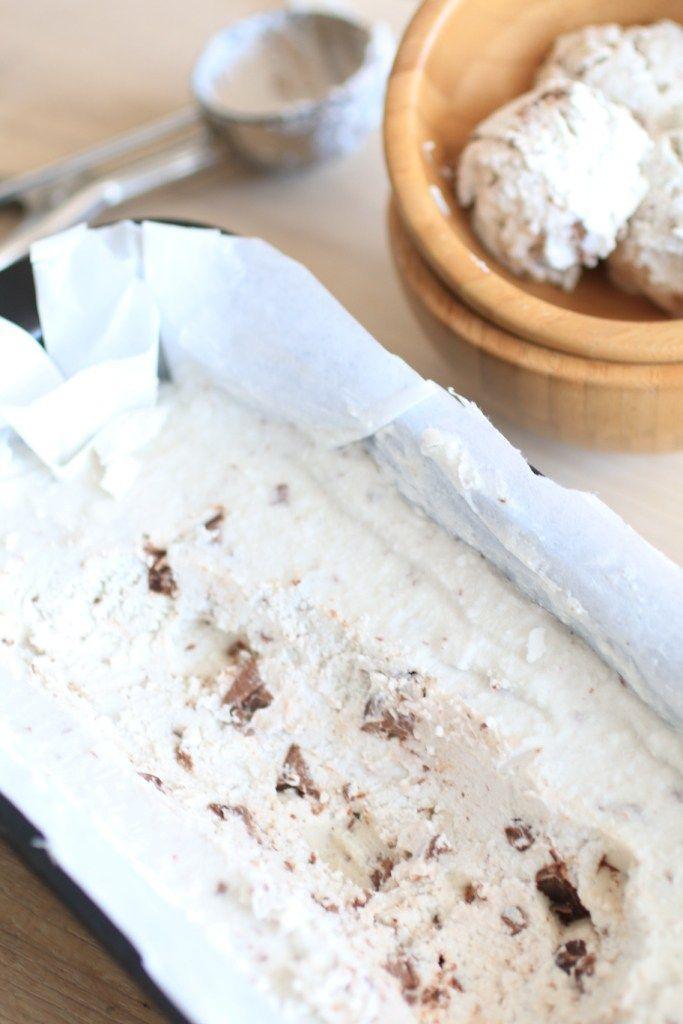 Gelato al Latte di Cocco con Vaniglia e Gocce di Cioccolato (Stracciatella)