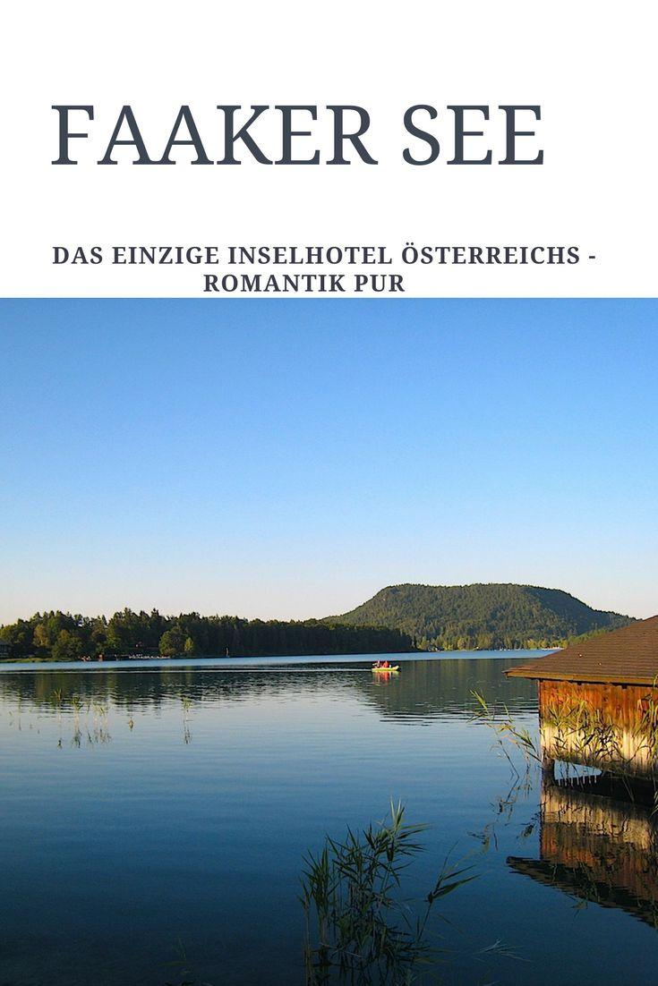 Nur mit einem kleinen Motorboot gelangen Gäste zum Inselhotel im Faaker See - dem wärmsten Badesee in den Alpen. Ein historisches Badehaus steht hier unmittelbar am Ufer.