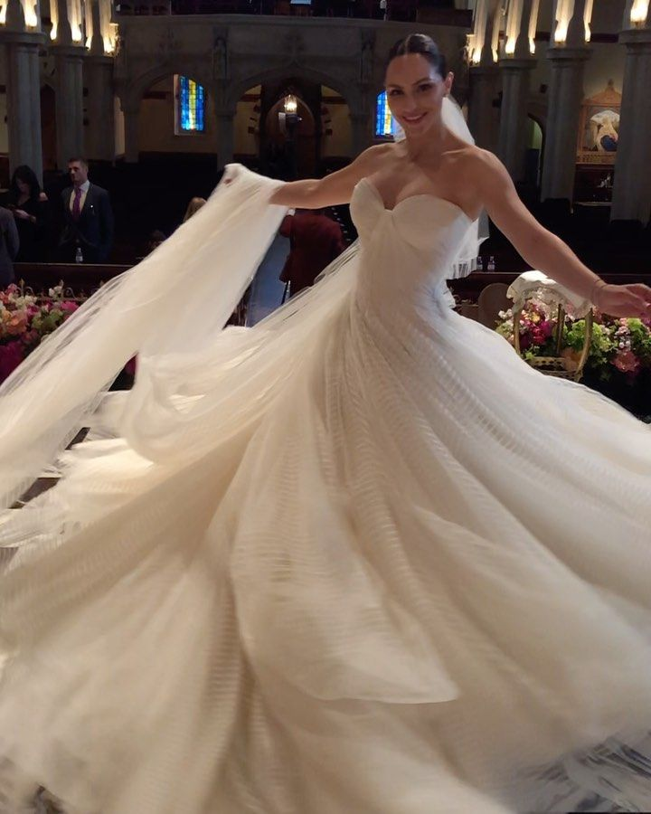 The 35 Year Old Broadway And Tv Actress And Singer Married Famed Music Producer David Foste Zac Posen Wedding Dress Elegant Dresses Short Summer Cocktail Dress
