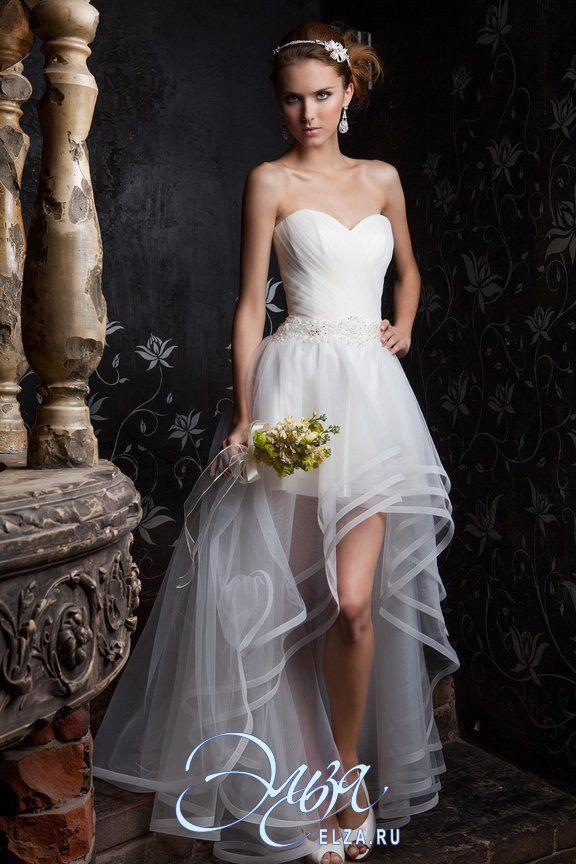 Платье с рюшами и воланами свадебное