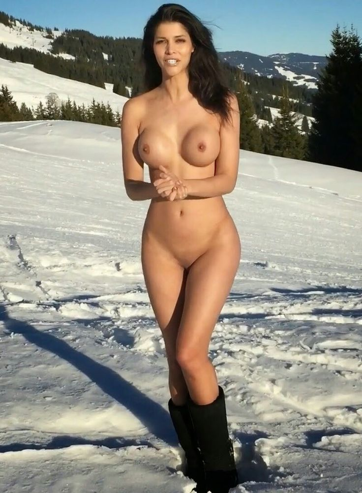 Really nude women in the winter can not