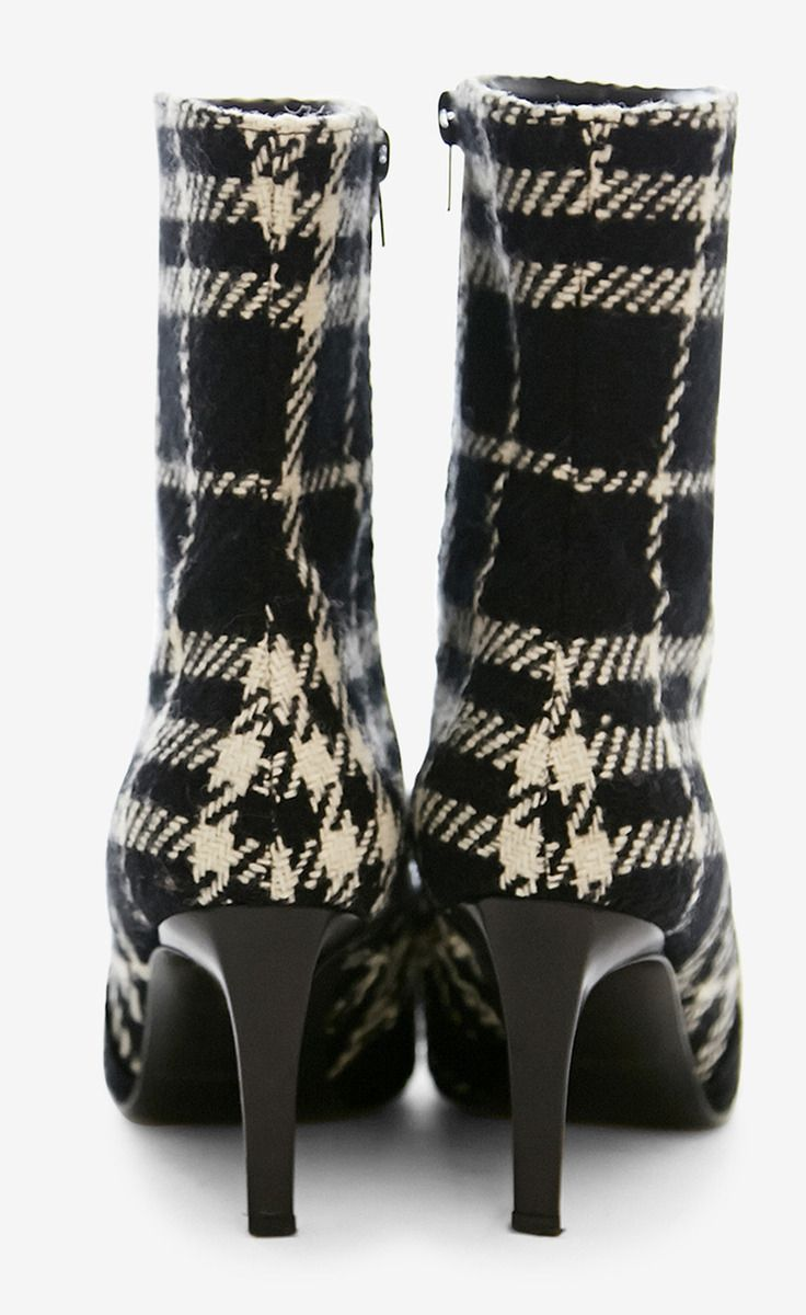 Burberry Black And Cream Boot