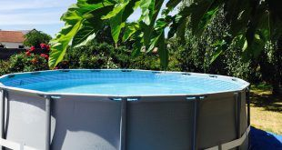 Montage d'une piscine tubulaire ronde Intex Ultra Frame. Suivez nos conseils en images sur notre blog www.raviday.com/blog #piscine #tubulaire #intex #ultra #frame #ronde