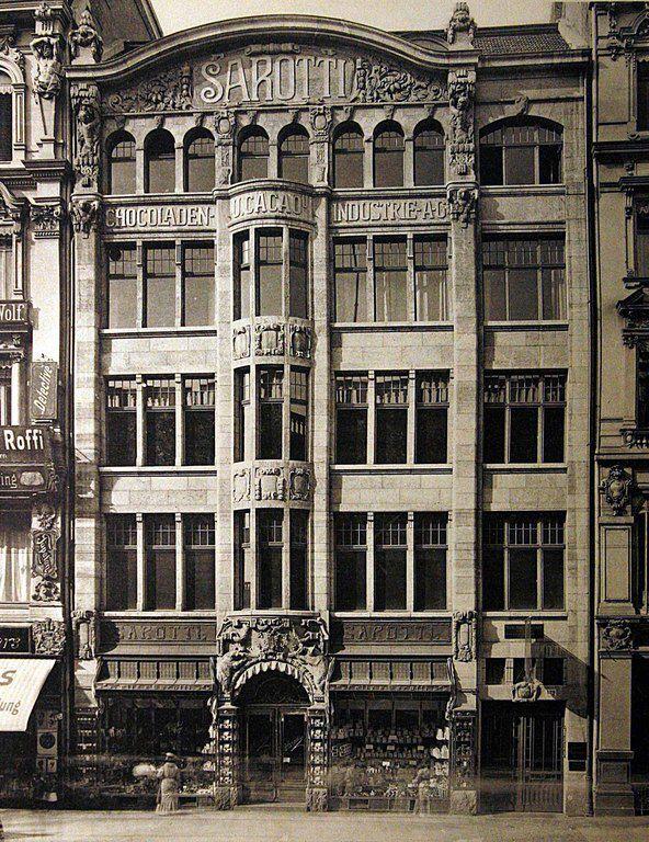 Das Sarottihaus stand in der Leipziger Straße 129. Berlin, 1909.