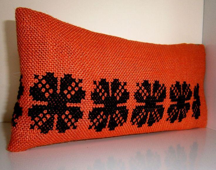 Portofel orange cusut manual cu motiv popular