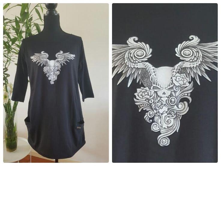 Zwarte blouse met skull, rozen en vleugels