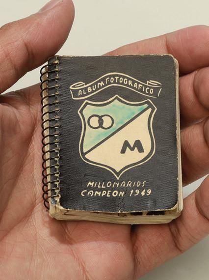 Singular álbum fotográfico de Los Millonarios en 1949, el año en el que, por primera vez, el azul salió campeón.  Fuente: Revista Don Juan