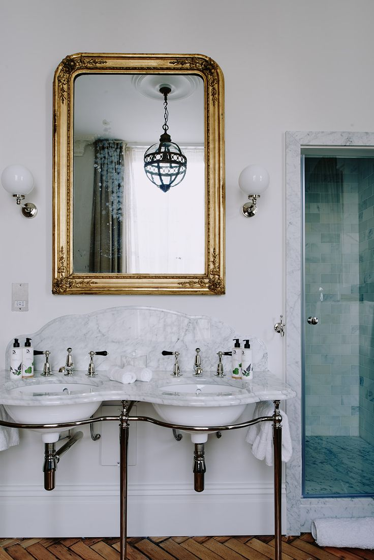 The bathroom of the Artist Residence boutique hotel in London is given an added touch of elegance with a Catchpole and Rye double La Parisienne washstand in marble.