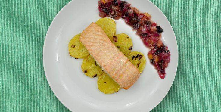 Salmone e patate al forno - http://www.piccolericette.net/piccolericette/salmone-e-patate-al-forno/