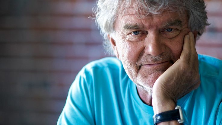 """Hartmut Esslinger (*1944) is a German-American industrial designer and inventor. He is best known for founding the design consultancy Frog Design Inc. In 1982 he entered into an exclusive $2,000,000 per year contract with Apple Computer to create a design strategy which transformed Apple from a """"Silicon Valley Start-Up"""" into a global brand. http://www.businessinsider.com/early-apple-designer-hartmut-esslinger-2014-7?IR=T https://vimeo.com/59679411"""