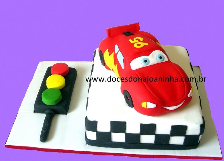 bolo decorado Carros Mcqueen bolo formato carro pista corrida
