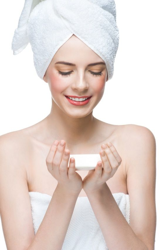 Can You Really Use Retinoids with AHA, BHA, and L-Ascorbic Acid or Not?  futurederm.com