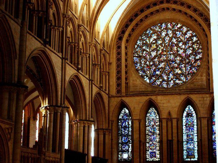 Wnętrze katedry , podział krzywolinijny .