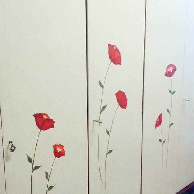 I took this photo when the work was not complete but i loved the light! #poppyflower #flowersonthewall #flowerdecoration #roommakeover #closetmakeover #myartwork #handmade #handpainted #handcrafts #oldclosetnew #craft #makersgonnamake #rinnovare #deco #homedecor #repaint #newcolors #papaveri #dipintoamano #dipingere #pitturare #craftroad #craftlife #creatività #creativity #creativelife #ideeperlacasa #homesweethome #drawing #painting
