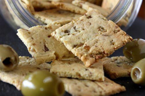 Grain Free Olive Garlic Crackers. Great for people with wheat, gluten, rye or rice intolerance.