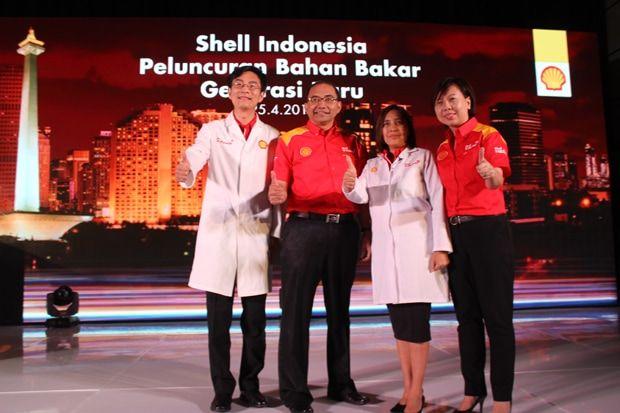 """Mae Ascan, Ilmuwan Bahan Bakar Shell mengatakan, """"Dengan teknologi baru DYNAFLEX, kami yakin seluruh bahan bakar bensin kami akan membantu efisiensi mesin, dan Shell V-Power baru yang merupakan..."""