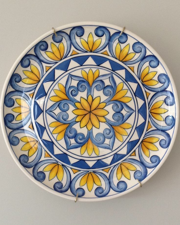 Ceramic painted by Mara Ribeiro - Santa Cerâmica