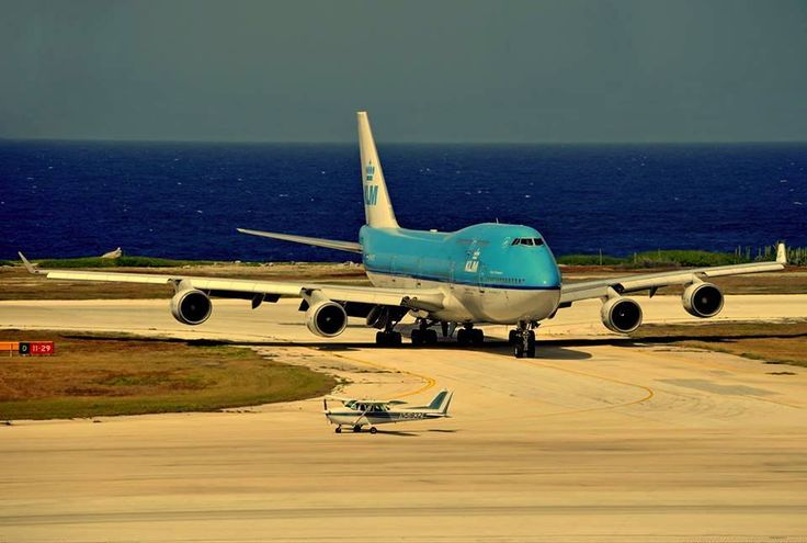 KLM Royal Dutch Airlines Boeing 747-406 and Cessna 172  Skyhawk