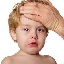 Primul episod de febra al copilului meu coincide si cu un moment de cumpana. Febra, la copil, nu este un motiv de panica, in sine, insa temperatura foarte mare poate avea consecinte nefaste pentru organismul copilului: convulsii febrile, deshidratare, cefalee, alterarea starii de cunostinta.