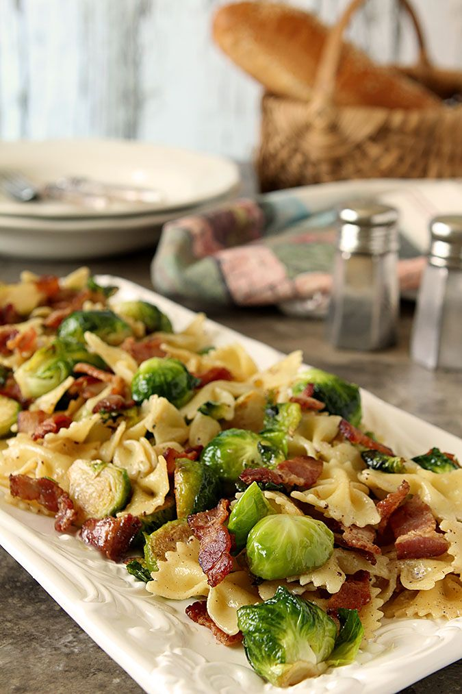 Bowtie Pasta with Bacon and Brussels Sprouts | http://www.creative-culinary.com/bowtie-pasta-with-bacon-and-brussels-sprouts/