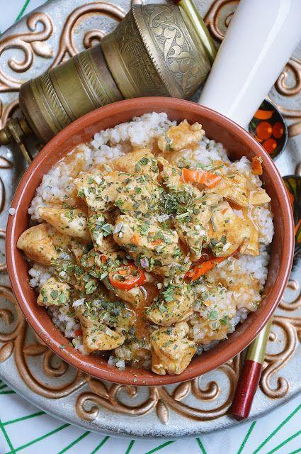 moja smaczna kuchnia: Gulasz z kurczaka z kaszą jęczmienną