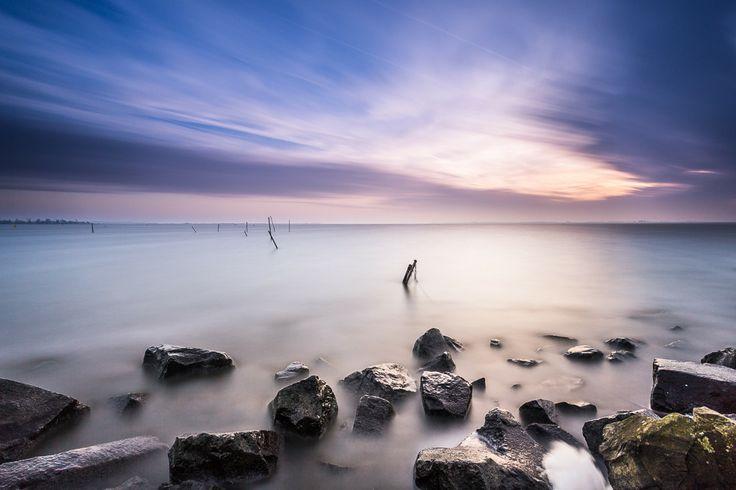 Lauwersmeer Sunset Het Lauwersmeer en omgeving wordt geroemd door het bijzondere/pure licht en fotografen uit heel de wereld komen naar deze bijzondere plek om dit zelf te ervaren.