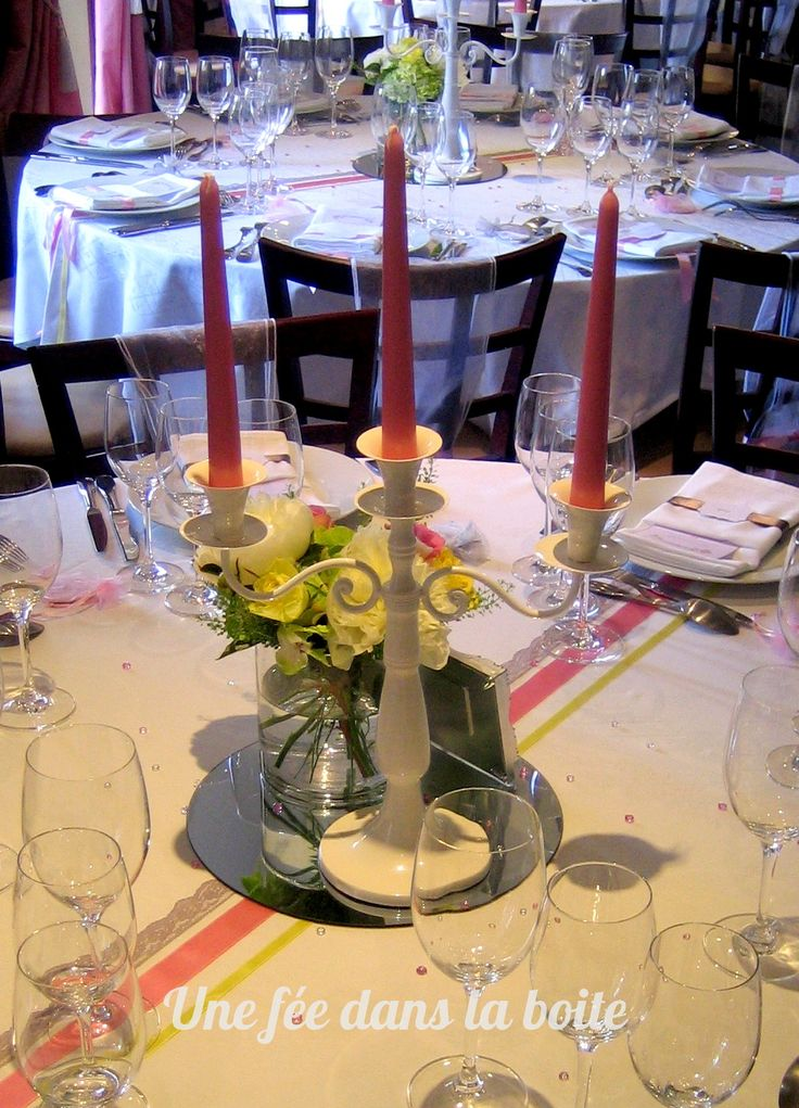 Centre de table romantique avec chandelier blanc bougies - Bouquet centre de table ...