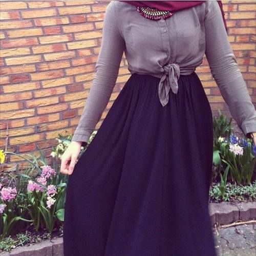 black maxi skirt hijab- Trendy and chic hijab looks http://www.justtrendygirls.com/trendy-and-chic-hijab-looks/