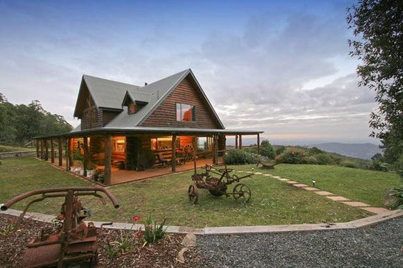 Country western homes healesville exotic country house for Beautiful country homes