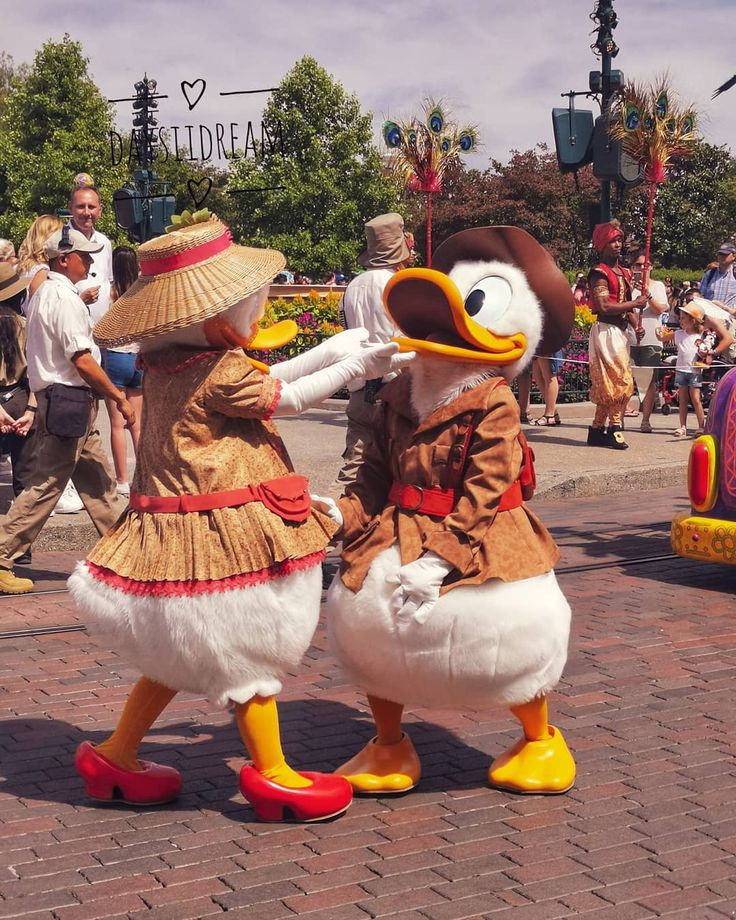 Oh mais qu'ils sont beaux dans leur costumes d'aventuriers.. 🔍 . J-2 retour …
