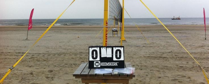 Als je eenmaal begint met #beachvolleybal word je hoe langer je bezig bent, hoe #fanatieker! Na diverse speelrondes volgt de halve finale en uiteindelijk de zinderende finale!