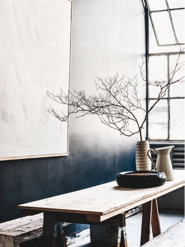 I am really digging these indigo hues popping up on my Pinterest feed and mailing catalogs lately. Have you noticed this color hue everywhere? They instantly remind me of summer, slow days, long lunches and naps outdoors. In love with these images that celebrate so simply indigo.