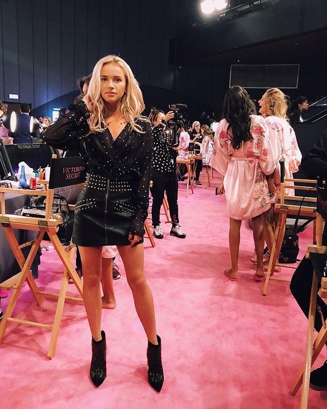 Instagram media by maffashion_official - #pinkcarpet 🌸😇 #victoriasecret #backstage #vsfashionshow @miguel ❤️ @jastookes #mylook @magdabutrym #top @patriziapepe #shoes Jeden z bardziej genialnych dni w moim życiu!!!! Dziękuje @victoriassecret!