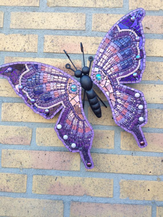 To create this butterfly, I used a metal surface. The butterfly has a wingspan of approx 40 cm ( 15.74 inch). For indoor or outdoor use. The