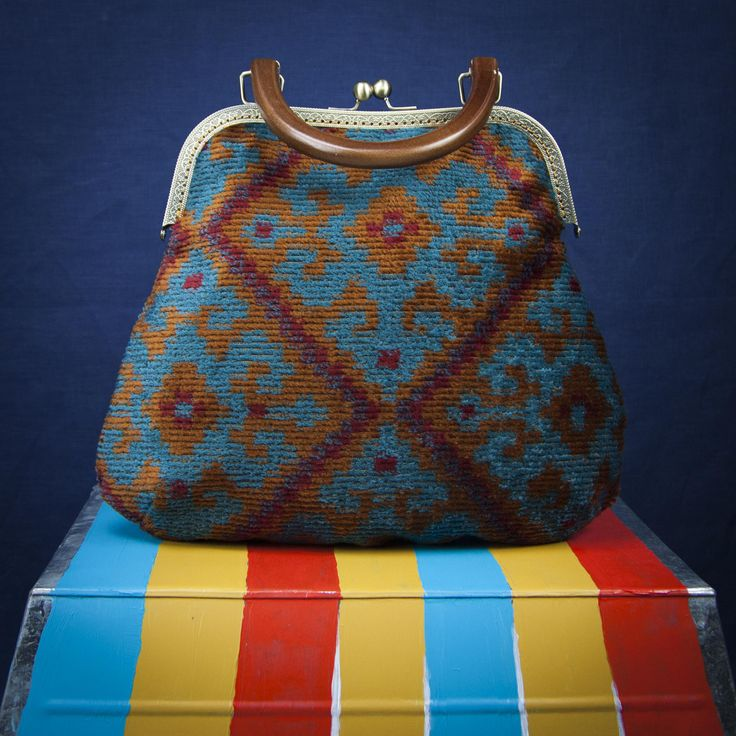 MIRROR BAG. Bag by Lily Wallace Independent label. http://www.lilywallace.com Big Boho carpet Bag, carpet Purses, Vintage, Gifts for Her, Holiday Gifts, Boho Purses, clutch bag,shoulder bag,handmade in italy di LilyWallaceSHOP su Etsy