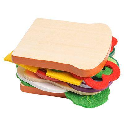 Maak je eigen gezonde broodje met deze houten speelgoed sandwich. Dit is een zeer complete set wat uit 19 onderdelen bestaat.  Inhoud: 2 plakjes brood, een gebakken ei, 2 plakjes vleeswaren, 2 uienringen, 2 plakjes komkommer, een plakje kaas, 2 blaadjes sla, 6 schijfjes paprika en een plakje tomaat.